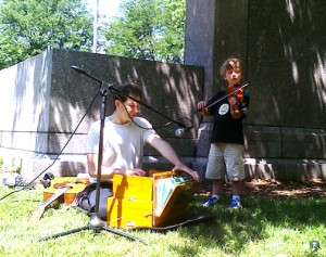 dw and max kirtan in park 6-13